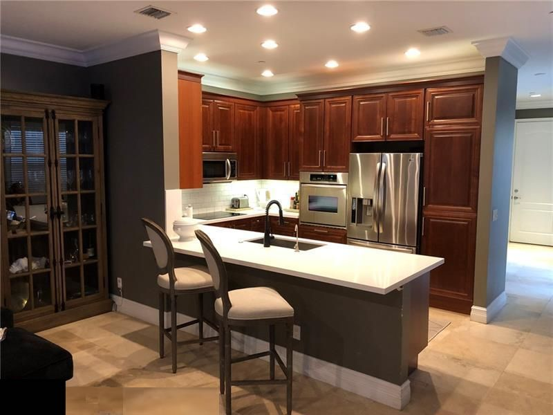 Kitchen before, 1/2